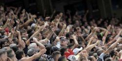 Com torcida nos estádios, jogadores voltam a encarar insultos e até perseguição