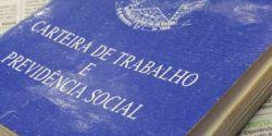 Brasil ganhou 1,972 milhão de vagas com carteira em um ano, diz IBGE