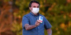 Bolsonaro defende uso de hidroxicloroquina durante entrega de casas